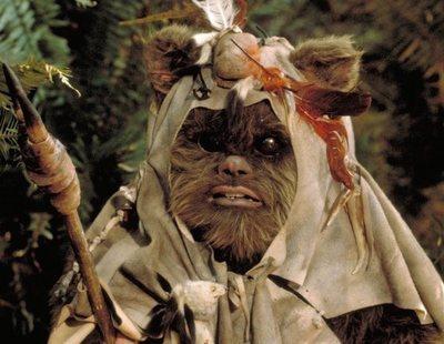 """Disney+ podría estar desarrollando una serie de """"Star Wars"""" basada en los Ewoks"""
