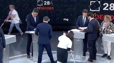"""Indignación entre las limpiadoras de RTVE: """"La que salió a plató no ha cogido una mopa en 10 años"""""""