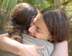"""El sentido abrazo entre Mónica Hoyos e Isabel Pantoja en 'Supervivientes': """"Necesito cariño"""""""