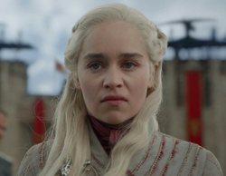 Emilia Clarke niega que el vaso de Starbucks en 'Juego de Tronos' fuera suyo y acusa a otro compañero