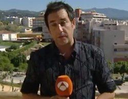 Un reportero de 'Espejo Público' se lanza por el polémico tobogán de Estepona con inesperadas consecuencias