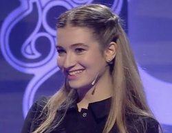 Carlota Boza ('LQSA') sorprende con su talento musical secreto en 'Adivina qué hago esta noche'