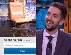 'La resistencia' subasta sus muebles y la puja por la silla de Broncano roza los 100.000 euros