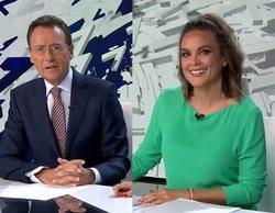 La pillada en directo a Matías Prats y Mónica Carrillo durante 'Antena 3 Noticias'
