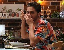 """A Carlos se le escapa un eructo en su cita con Ángel en 'First Dates': """"Poco más y vomito"""""""