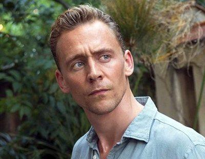 Cazan a mujer martubándose mientras ve a Tom Hiddleston en Broadway