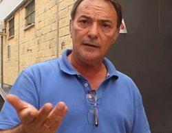 El dueño de Magrudis roba una cámara a los reporteros de 'En el punto de mira'