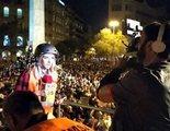 Agreden a una reportera de 'Todo es mentira' en Barcelona con lanzamiento de latas y otros objetos