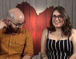 """Yaël intenta solventar sus dudas con Adrián en 'First dates' después de hablar de sexo: """"¿Eres virgen?"""""""
