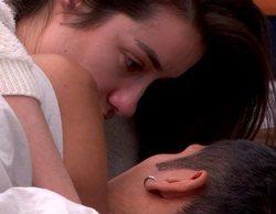 Los presuntos tocamientos entre Adara y Gianmarco bajo las sábanas en 'GH VIP 7'