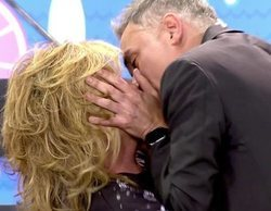 Lydia Lozano y Kiko Hernández se besan en la boca, imitando a Gianmarco y Adara, en 'Sálvame'