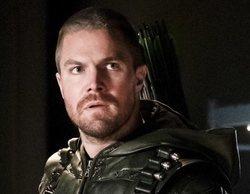 Stephen Amell comparte la reacción de su madre tras ver el final de 'Arrow' antes que nadie