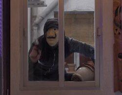 El guiño de 'El vecino' a 'La Casa de Papel' queriendo cometer un robo con la máscara de Dalí
