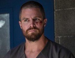 """Stephen Amell asume un nuevo papel en el Arrowverso en este póster de """"Crisis en Tierras Infinitas"""""""