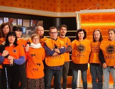 Vuelven los chalecos naranjas a RTVE como protesta contra la precariedad y opacidad