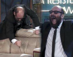 Ignatius se supera en 'La Resistencia': Destroza a cuchilladas el nuevo sofá, regalo de Dani Parejo