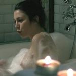 Blanca Suárez, desnuda, enseña una teta en 'El internado'