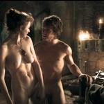 Esmé Bianco y Alfie Allen completamente desnudos en 'Juego de Tronos'
