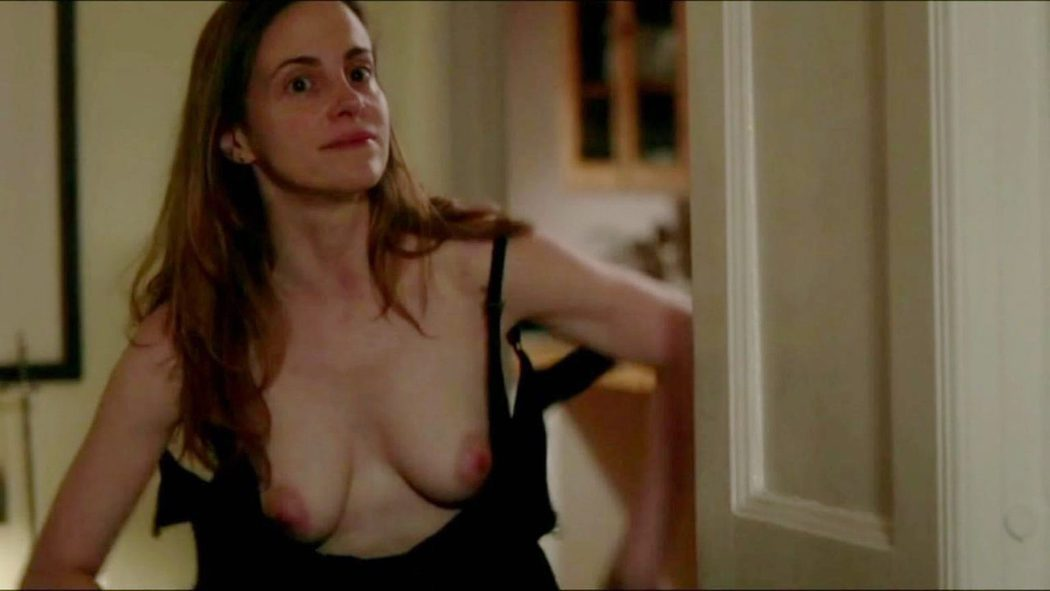 Maria Dizzia, desnuda, enseña las tetas en 'Orange is the New Black'