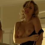 Lisi Linder, desnuda, enseña las tetas en 'Mar de plástico'