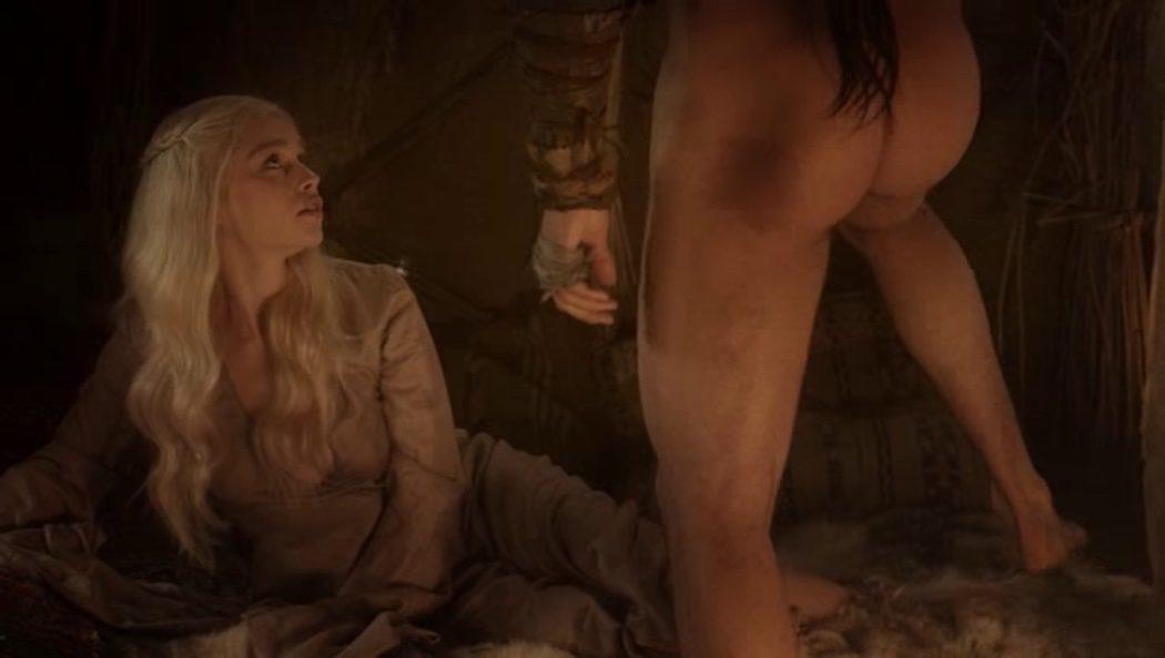 Jason Momoa, desnudo, enseña el culo en 'Juego de Tronos'