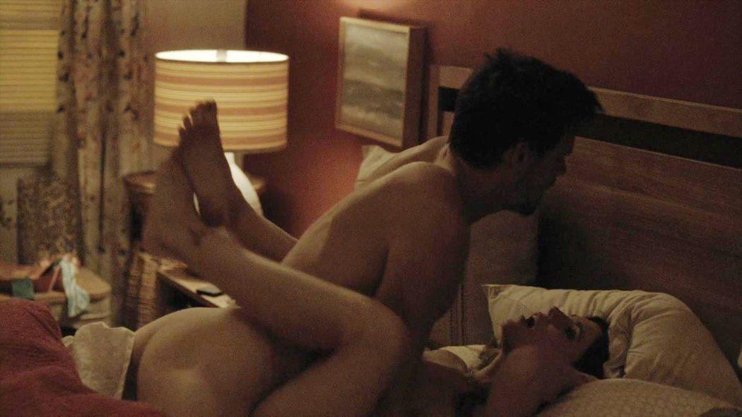 Tommy Dewey, desnudo, enseña el culo 'Casual'