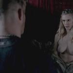 Gaia Weiss, desnuda, enseña las tetas en 'Vikings'