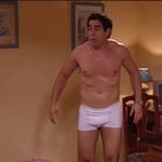 Pablo Chiapella, desnudo, marcando paquete en 'La que se avecina'
