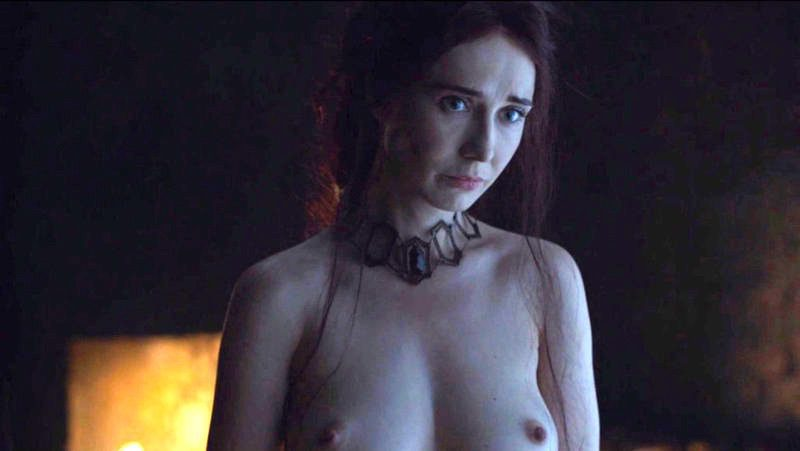 Carice Van Houten, desnuda, enseña las tetas en 'Juego de Tronos'