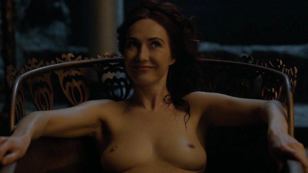 Carice van Houten, desnuda, muestra sus tetas en 'Juego de Tronos'