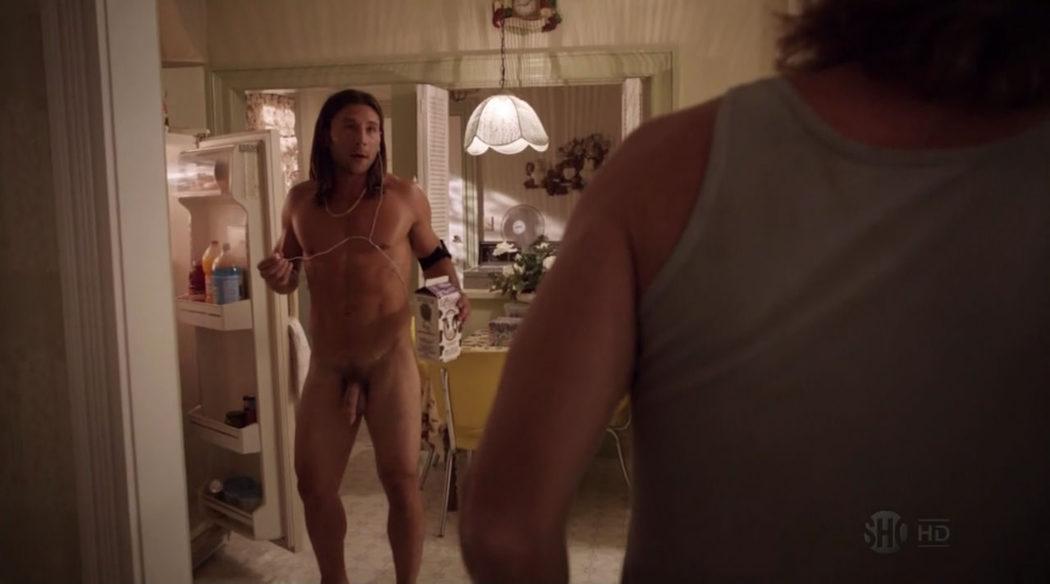 Zach McGowan, completamente desnudo, muestra el pene en 'Shameless'