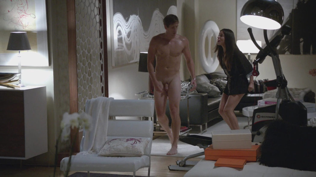 Ryan McIntyre, completamente desnudo, enseña el pene en 'Shameless'