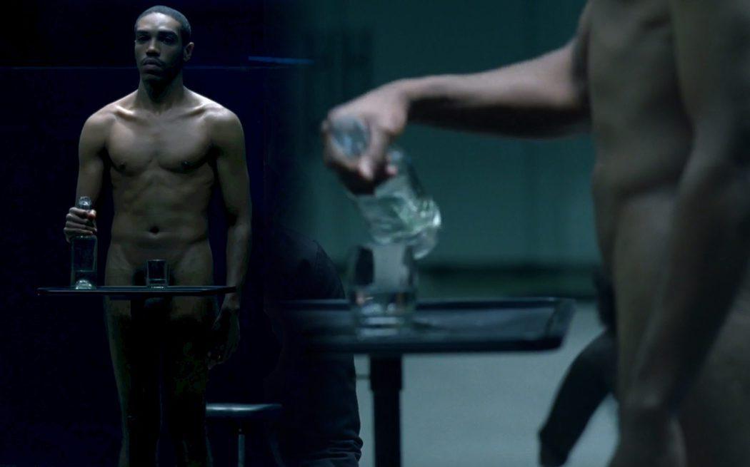 Tyler Parks, desnudo integral, muestra su enorme pene en 'Westworld'