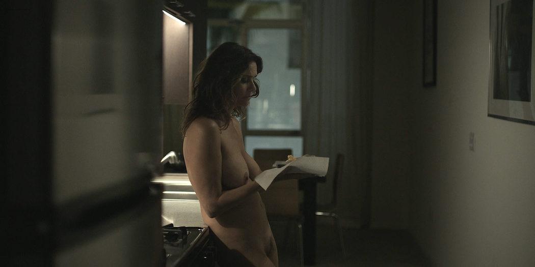 Amy Landecker, desnuda integral, en la serie 'Transparent'