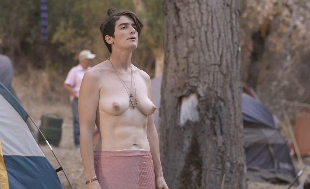 Gaby Hoffmann, desnuda, muestra las tetas en 'Transparent'