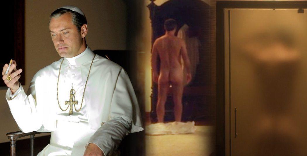 Jude Law, desnudo, muestra el culo en 'The Young Pope'