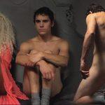 """Adrián Expósito, desnudo, muestra el culo en """"Fumando espero"""""""