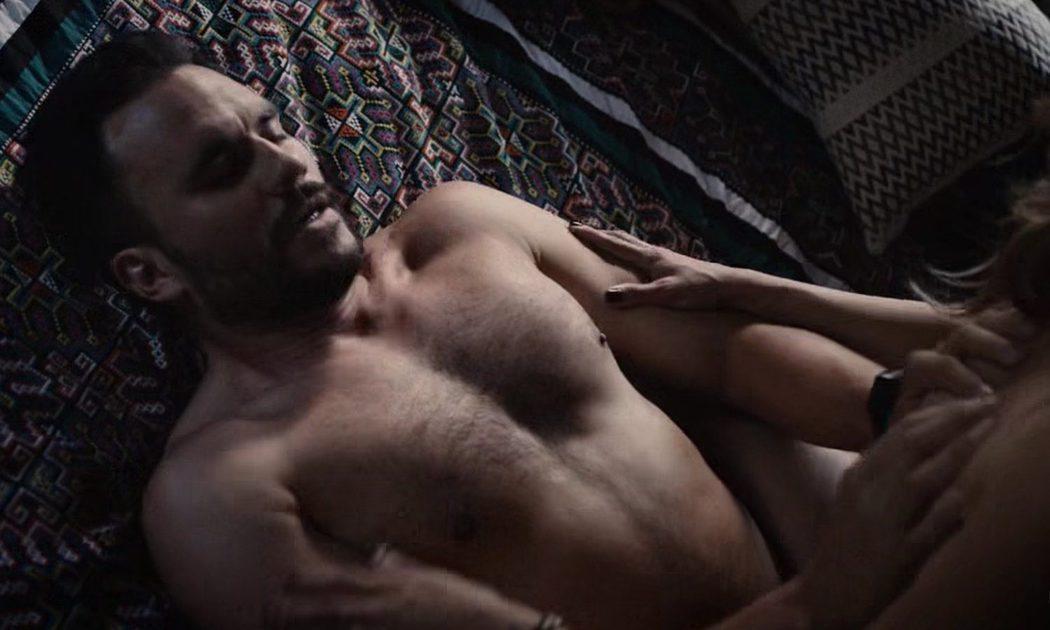 Juan Pablo Raba, desnudo, practica sexo en 'Six'