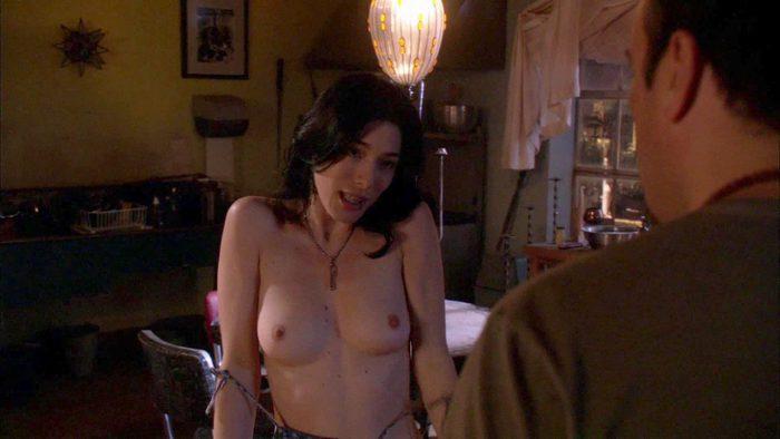 Jaime Murray desnuda enseña las tetas en Dexter