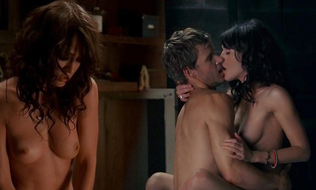 Lizzy Caplan, totalmente desnuda en una escena de sexo, enseña las tetas en 'True Blood'