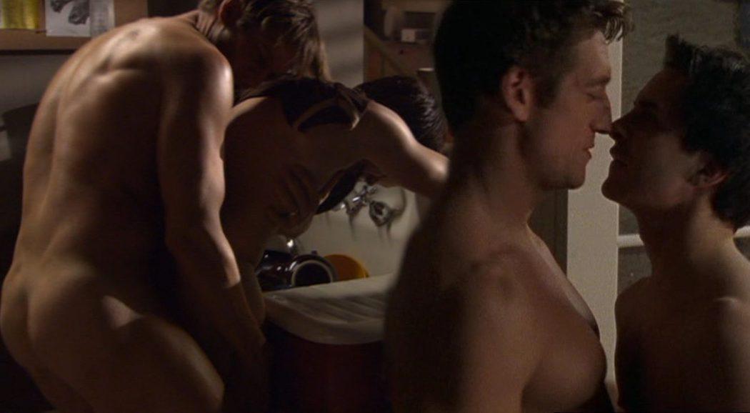 Robert Gant y Hal Sparks, completamente desnudos, tienen sexo gay en 'Queer as Folk'