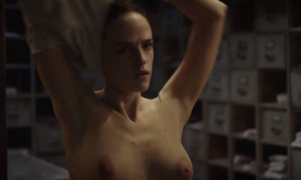 Susana Abaitua Desnuda Enseña Las Tetas En Sé Quién Eres Fotos