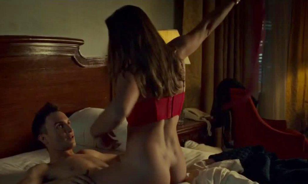 Ari Millen, desnudo, tiene sexo en 'Orphan Black'