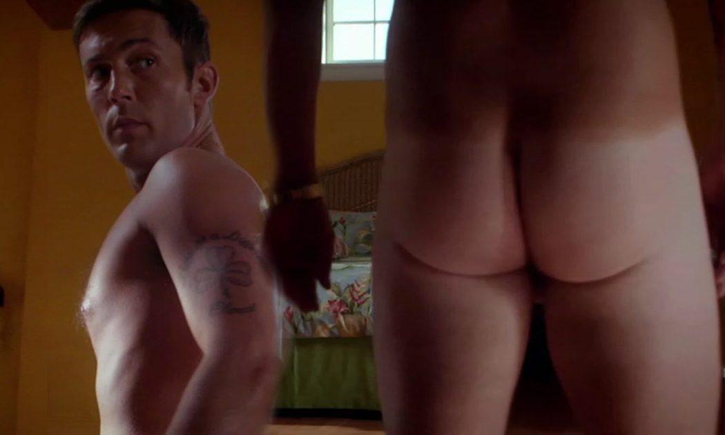 Desmond Harrington, desnudo, enseña el culo en 'Dexter'