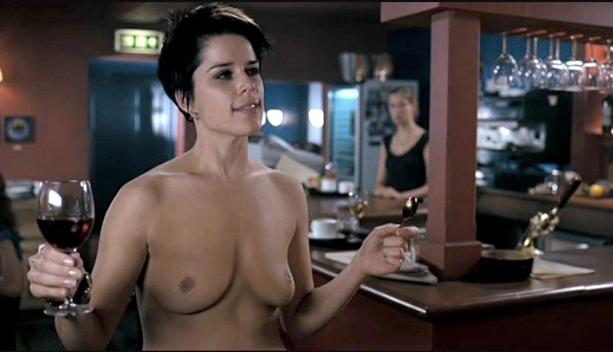 Neve Campbell, desnuda, enseña las tetas en 'Party of five'