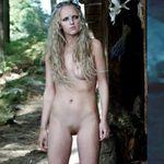 Gaia Weiss, totalmente desnuda, en 'Vikings'