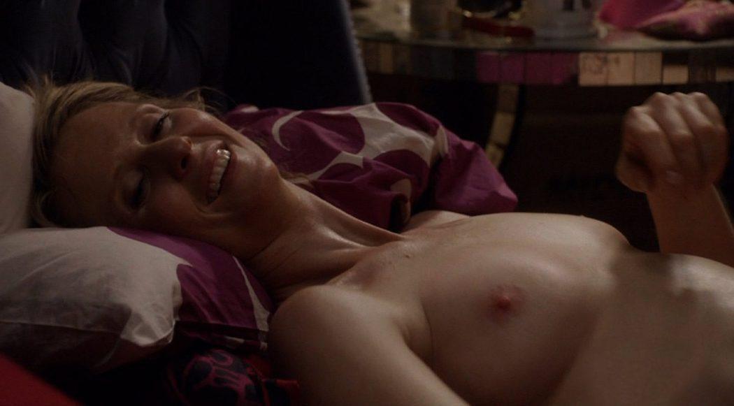 Cynthia Nixon, completamente desnuda, enseña las tetas en 'Con C mayúscula'