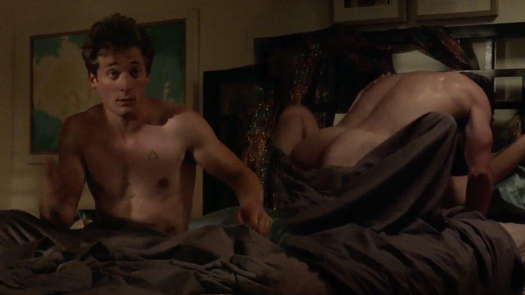 Jeremy Allen White, completamente desnudo, enseña el culo en 'Shameless'