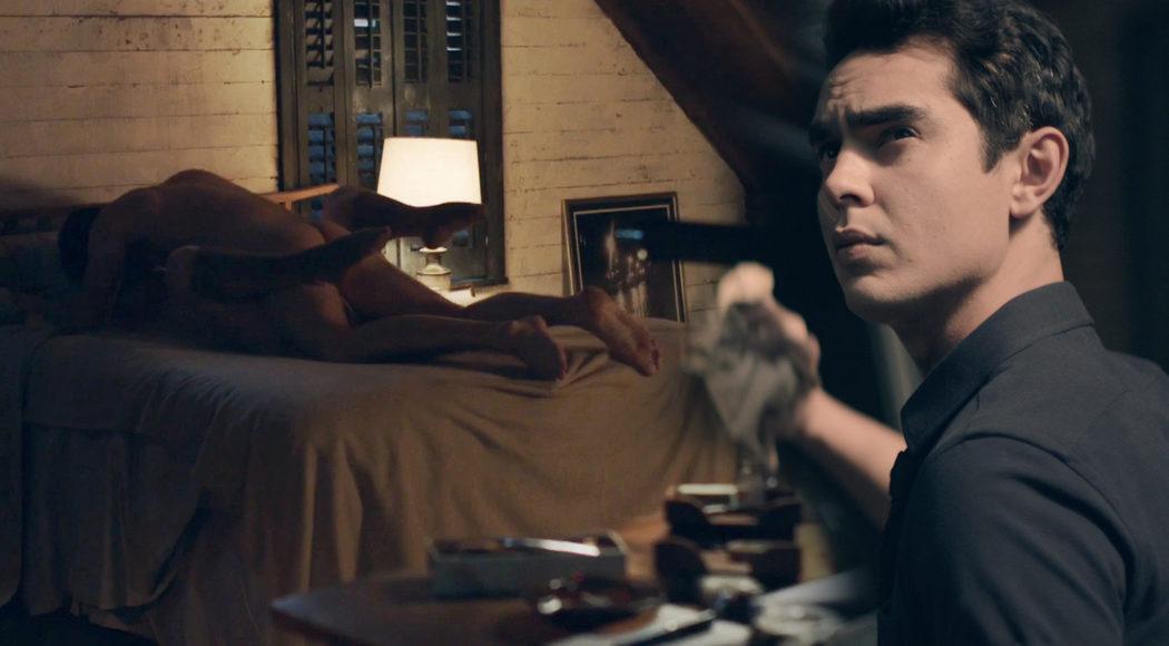 Max Minghella, desnudo, muestra el culo en 'The Handmaid's Tale'