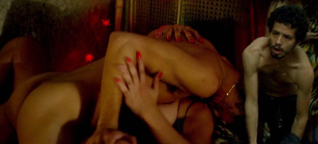 Diego Cataño, desnudo, enseña el culo en una secuencia sexual de 'Narcos'
